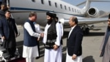 دفتر خارجہ کے ترجمان کے مطابق کابل کے ہوائی اڈے پر افغانستان کے عبوری وزیرِ خارجہ امیر خان متقی، افغانستان میں تعینات پاکستان کے سفیر منصور احمد خان اور افغان وزارتِ خارجہکے سینئر حکام نے شاہ محمود قریشی کا استقبال کیا۔