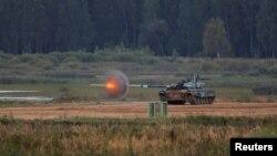 """Xe tăng T-72 B3 của đoàn Uzbekistan tham gia cuộc thi """"Tank Biathlon"""" tại Army Games 2020 ở Nga vào ngày 2/9/2020."""
