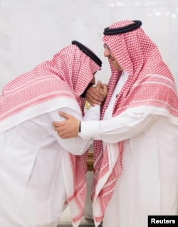 Newly appointed Crown Prince Mohammed bin Salman (left) kisses the hand of Prince Mohammed bin Nayef in Mecca, Saudi Arabia, June 21, 2017.