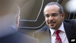 Keputusan penjualan kembali persenjataan Amerika ke Bahrain dilakukan setelah kunjungan Putera Mahkota Bahrain Salman Hamid Al Khalifa baru-baru ini ke Washington (foto, 11/5/2012).