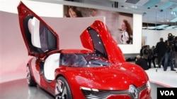 Renault Dezir, mobil sport listrik buatan pabrik Renault yang dipamerkan dalam Paris Auto Show, 30 September 2010.