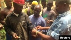 Ana gwada jinin mutane ko suna da cutar ebola
