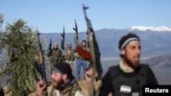 Çekdarên Sûrî yên bi piştgirîya Tirkîyê li nêzî Efrînê xwane dibin