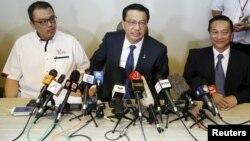 El ministro malasia, Liow Tiong Lai, es más optimista y dice que la pieza hallada en Mozambique es de un avión Boeing 777.
