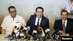 Malaysia's transport minister Liow Tiong Lai(C) speaks at a news conference about debris found on a beach in Mozambique that may be from missing Malaysia Airlines flight MH370, in Kuala Lumpur, Malaysia, March 3, 2016.