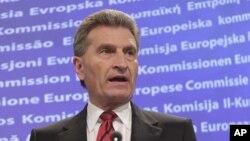 """Ông Guenther Oettinger nói trong một thông cáo do Ủy hội công bố rằng giờ đây ông đã nhận thức những phát biểu của ông đã """"gây tổn thương"""" nhiều người."""