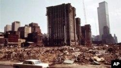 Foto publicada por los Archivos Nacionales que muestra el desarrollo urbano y la construcción en Nueva York, en 1973.