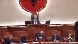Shqiperi, debate mbi mbetjet, statusin e nepunesit
