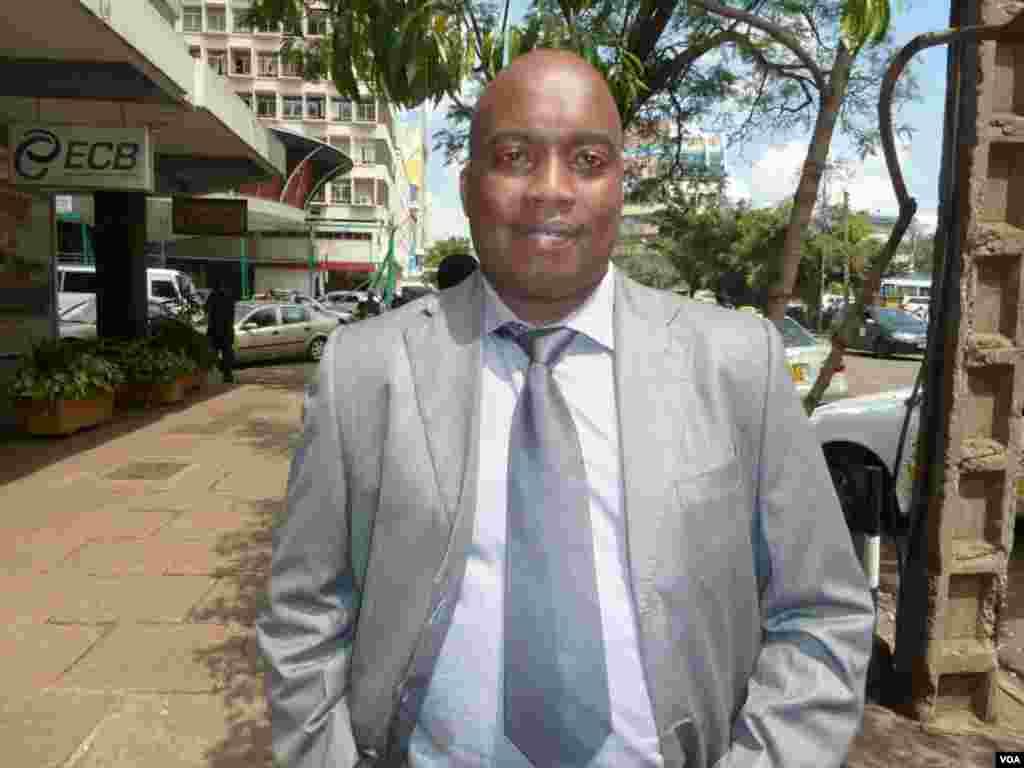 Daniel Orenge, avocat à Nairobi, dit que les Kenyans aimeraient qu'Obama visite le Kenya (G. Joselow)