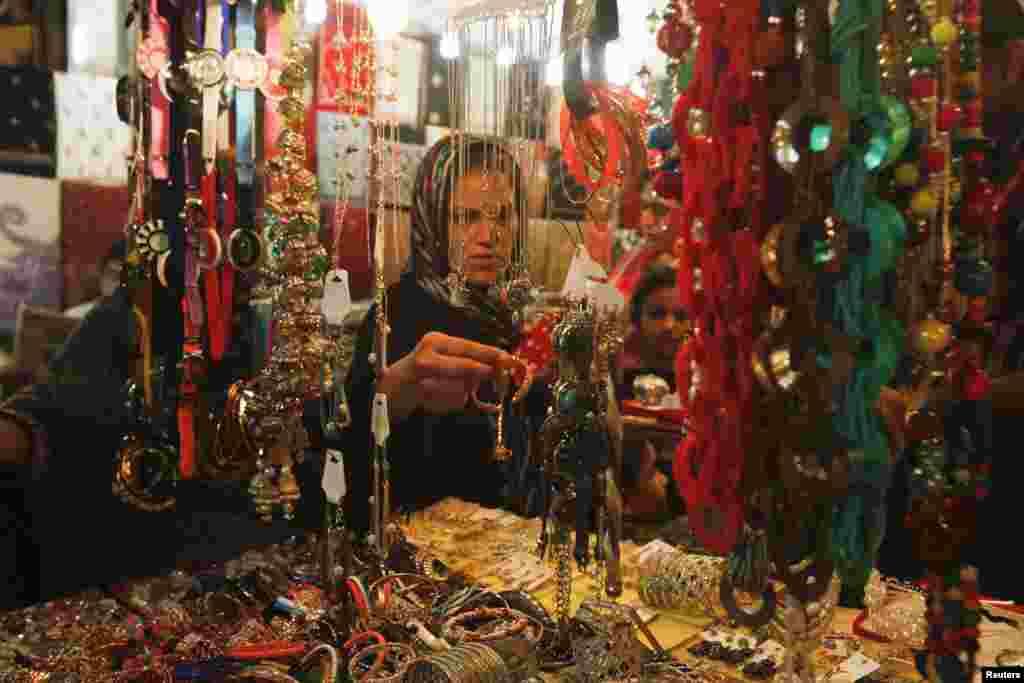 دنیا بھر میں ماہ صیام ختم ہونے کو ہے اور عید الفطر کی تیاری جاری ہیں