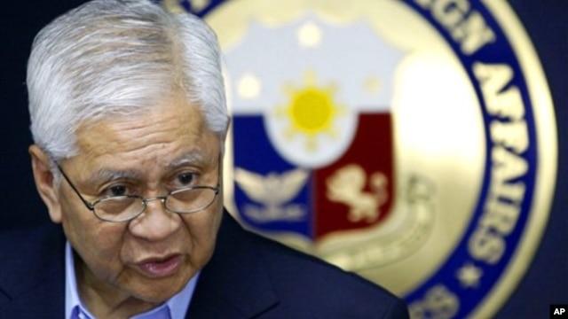 Ngoại trưởng Philippines Albert Del Rosario.