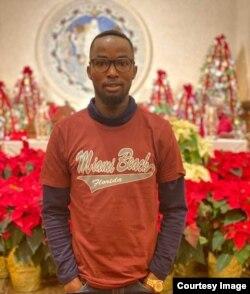 Агустине Ачу приехал в Массачусетс из Вашингтона, чтобы провести Рождество с друзьями из Нигерии