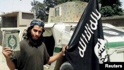 Abdelhamid Abaaoud, date inconnue, photo publiée dans un magazine de propagande de l'EI.