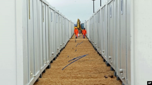 Workers walk between container houses on the Turkish-Syrian border in the southeastern city of Kilis, Turkey, February 2012. (file photo)