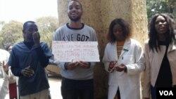 Odokotela abakhalala umsebenzi kwele Zimbabwe.