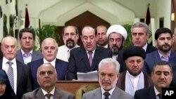 Thủ tướng Iraq Nouri al-Maliki (giữa) đọc diễn văn hôm 14/8/14. Đứng quanh ông là các nhà lập pháp Iraq