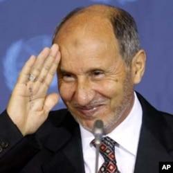 Mustafa Abdel Jalil, Président du CNT, est l'un des leaders qui ont promis de démissionner après la fin des hostilités