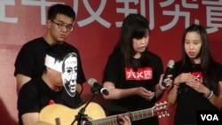 台灣年輕人悼念六四(美国之音杨晨拍摄)