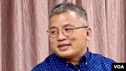 香港記者協會主席陳朗昇表示,保安局及警方不了解傳媒機構的運作,拘捕蘋果日報編採人員的行動可能會有誤判 (美國之音湯惠芸)