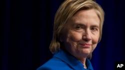 """Clinton admitió que asistir al evento """"no fue algo fácil"""", pero dijo sentirse inspirada por las historias de los cinco jóvenes, niños y niñas, que nunca se dieron por vencidos."""