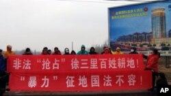 山东冠县农民抗议暴力征地