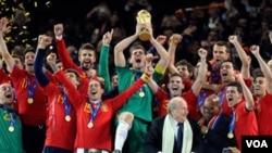 España se sitúa se mantiene como la mejor selección de fútbol del mundo desde que se coronara como campeona del pasa Mundial.