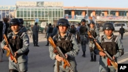 Afghan policemen move around after Taliban fighters attacked near Kabul airport, Afghanistan, June, 10, 2013.