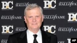 Randy Falco, es presidente y director ejecutivo de Univisión Communications Inc. Su empresa compró Gawker Media en una subasta por $135 millones de dólares.