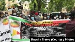 Rassemblement de plusieurs dizaines de milliers de personnes à Bamako réclamant le départ du président Ibrahim Boubacar Keïta, le 19 juin 2020.