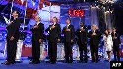Kandidati za republikansku predsedničku nominaciju Rik Santorum, Ron Pol, Rik Peri, Mit Romni, Herman Kejn, Njut Gingrič, MIšel Bakman i Džon Hantsmen na debati u Vašingtonu 22. novembra 2011.