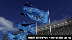 Флаги Евросоюза у здания Европейской комиссии, Брюссель (архивное фото)