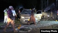سیکورٹی اہل کار دھماکے کے مقام سے شواہد اکھٹے کر رہے ہیں۔ 13 مئی 2019