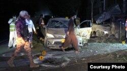 Militer dan petugas Pakistan berada di lokasi pasca ledakan maut di Quetta, Senin malam (13/5).