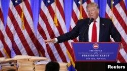 도널드 트럼프 미국 대통령 당선인이 11일 뉴욕 트럼프 타워에서 기자회견을 하고 있다.