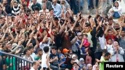 Một đám đông người di cư, chủ yếu từ Syria, chờ đợi ở trạm xe buýt chính ở Istanbul, Thổ Nhĩ Kỳ, ngày 17/9/2015.