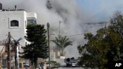 دود ناشی از تخریب خانه ابوحامد، فلسطینی ۲۳ ساله