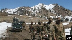 巴基斯坦陆军在北瓦济里斯坦部落地区巡逻