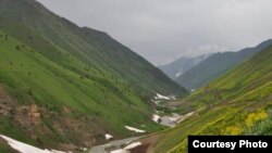 ပိုးလမ္းမ တစိတ္တပိုင္း (Section of the Silk Roads, Tianshan corridor).