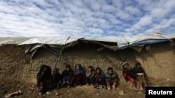 지난 19일 아프간 카불 인근 난민캠프의 아이들.
