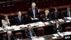 Thủ tướng Ý Mario Monti phát biểu tại cuộc biểu quyết tín nhiệm ở Hạ viện tại Rome, 18/11/2011