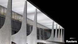 قصر پلانالتو در پایتخت برزیل، از طرح های معماری اسکار نی مه یر