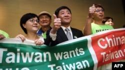 台灣衛生福利部部長陳時中(中)率團到日內瓦在世界衛生大會的場外發聲。(法新社2018年5月21日)