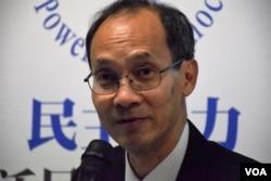 香港大学民意研究计划总监钟庭耀。 (美国之音/汤惠芸)