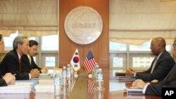 김종훈 통상교섭본부장과 론 커크 미국 무역대표부(USTR) 대표가 지난 11월8일 한미 통상장관 회의를 열고 한미 자유무역협정(FTA) 쟁점 현안 해결을 위한 최종 담판을 벌이고 있다.