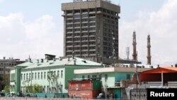 阿富汗首都喀布爾通信部大樓外爆炸後處理傷者的現場