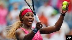 Petenis pemenang 19 gelar grand slam, Serena Williams, dalam sebuah pertandingan AS Terbuka.