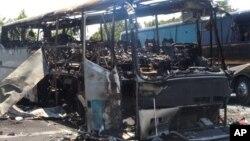 Así quedó después del atentado el autobús en el que viajaban los turistas israelíes.