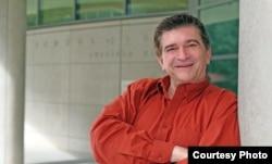 西雅图大学法学院教授戴维•斯科维(David Skover)