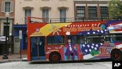 워싱턴 시내 곳곳을 지나가는 투어 버스 (자료사진).
