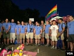 Гей-хор на акции протеста перед Белым домом. 12 июня 2016.